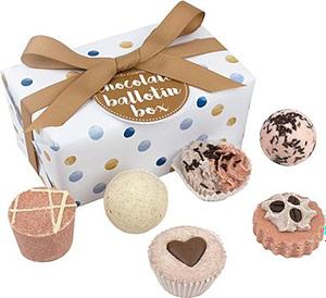 regali-per-donna Set da bagno a forma di cioccolatini Bomb Cosmetics cioccolato Ballotin assortimento di Bath Gift Set