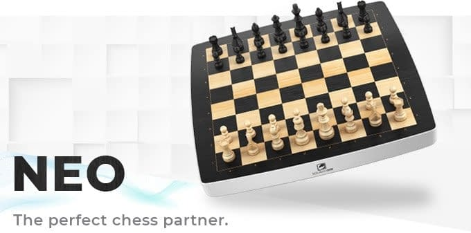 Una idea regalo stupenda per chiunque ami gli scacchi! E' una scacchiera fisica intelligente con la quale giocare a scacchi contro il computer o contro avversari (umani) che si trovano ovunque nel mondo!
