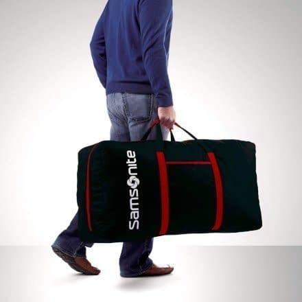 Viaggiare con un vecchio baule come quello della nonna non è davvero un'opzione per questi tempi moderni, ma puoi portare quasi la stessa quantità di bagagli in qualcosa di un po 'più pratico come questo Samsonite Tote-A-Ton Duffel Bag .